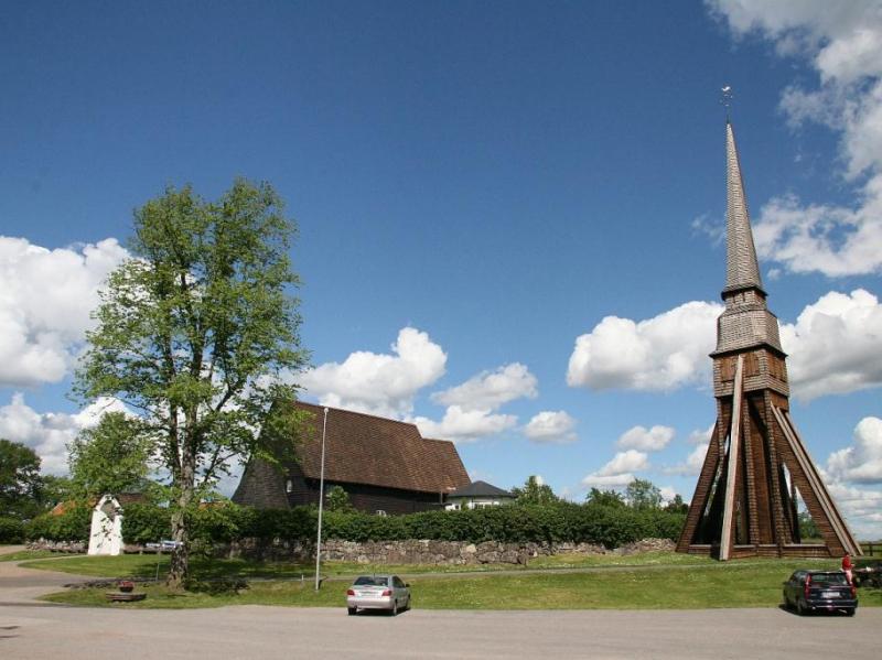 Houten kerk Pelarne met losse houten toren-1